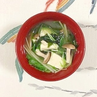 水菜、木綿豆腐、ブナシメジ、ワカメのお味噌汁