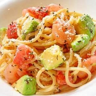 アボカドとトマトと海老のまろやか冷製パスタ