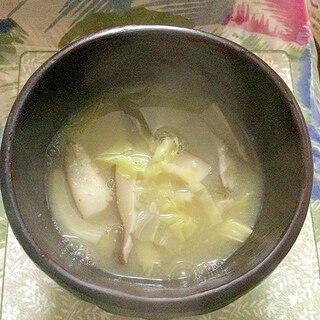キャベツととしいたけの味噌汁