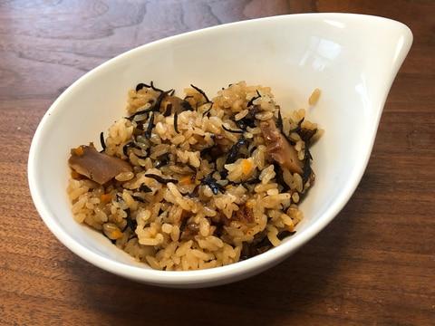 干し椎茸、ひじき、にんじんのシンプル炊き込みご飯