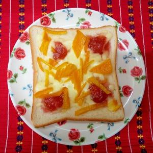 チーズとジャムのピザトースト