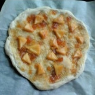 りんごとカマンベールチーズのデザートピザ