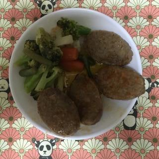 簡単お手軽に♪冷凍ハンバーグと洋風野菜の付け合わせ