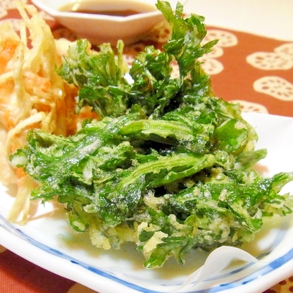 サクサクおいしい♪春菊の天ぷら