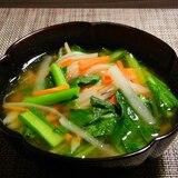 人参と大根と小松菜の野菜たっぷりみそ汁