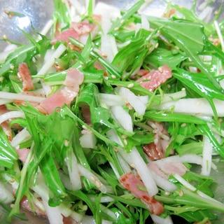 ごま油と塩のみで!シンプル水菜大根サラダ
