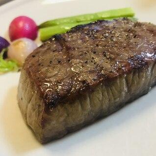 自宅で贅沢しましょ♡ グリルで焼く厚切りステーキ