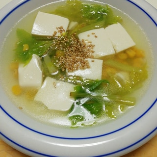 豆腐とセロリ葉とコーンの中華スープ