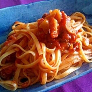 ニンニクたっぷり!トマトとチーズのパスタ