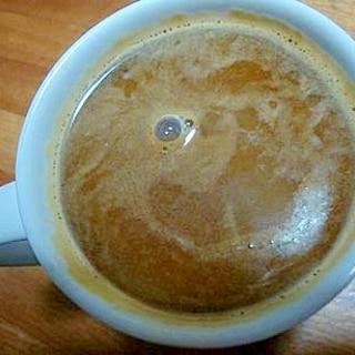 ラム酒とバニラアイス入りホットコーヒー