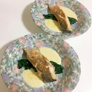 鯛のポワレ チーズソース添え