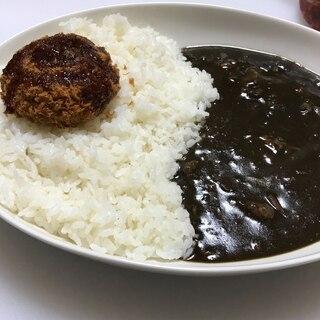 レストラン風の黒いカレー