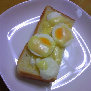 ゆで卵とスライスチーズのマヨトースト