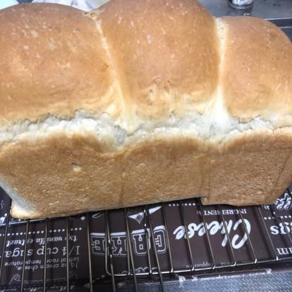 我が家は、蓋をせずに山パン派なので山パンにしました。モッチモッチで美味しいです。本当に黄金比ですね。リピします。