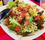 トマトとアボカドのグリーンサラダ