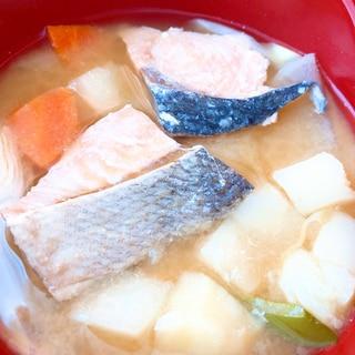 北海道の郷土料理★冬にぴったりのあつあつ石狩鍋風