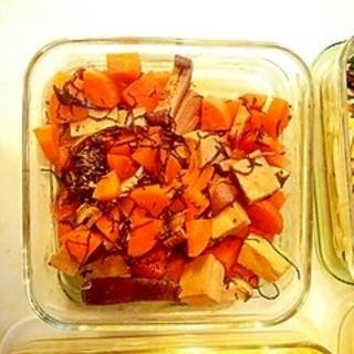 高野豆腐、人参、干し椎茸、あらめの煮物