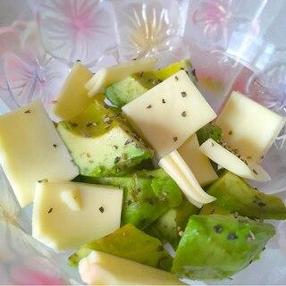 アボカドチーズのブラックペッパーサラダ♡
