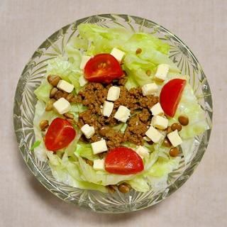 キーマカレーとチーズのサラダ