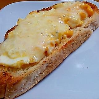 フランスパンでアレンジ(^^)卵とチーズのトースト