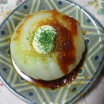 新玉ねぎを沢山貰ったので夕食の1品に作ってみました。 レンジで超簡単♡ お味噌のコクとマヨネーズがとっても美味しかったです♡ v(〃☯‿☯〃)v御馳走様でした♡
