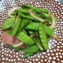 絹さや(さやえんどう)と新玉ねぎの炒め物