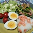 アスパラベーコン炒めと鮭おにぎりの朝食☆