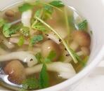 しめじと豆苗のコンソメスープ
