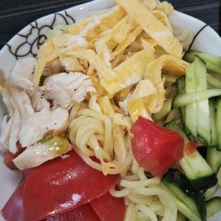サラダチキンとトマトの冷やし中華