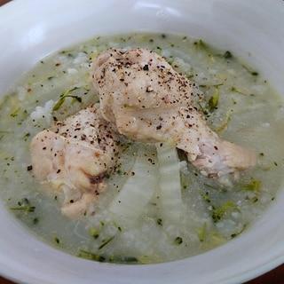 サムゲタン風手羽元と野菜の雑炊