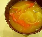 玉ねぎと人参の味噌汁