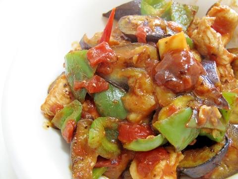 ご飯がすすむ✨なすとピーマンと鶏胸肉のトマト炒め✨