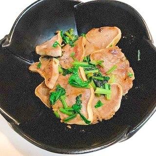 辛味で食欲増進♪豚タンとパクチーのカレー炒め