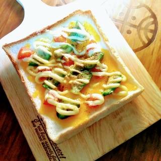 チェダーチーズとアボカド☆ミニトマトトースト