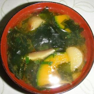 南瓜とおふと椎茸の味噌汁