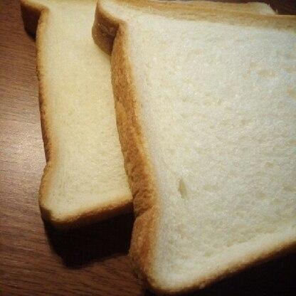 グルテンフリーやトランス脂肪酸が気になっていたので作ってみました。 普通のパンより簡単に作れたし、しっとりモチモチで美味しいです!