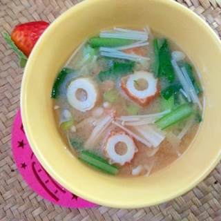 素朴♪竹輪入り小松菜えのき味噌汁