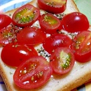 簡単朝食 ミニトマトのチーズトースト
