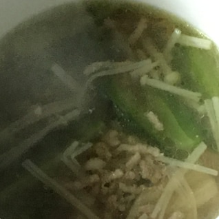 ゴーヤ、えのき、豚挽き肉のカレー魚醤スープ