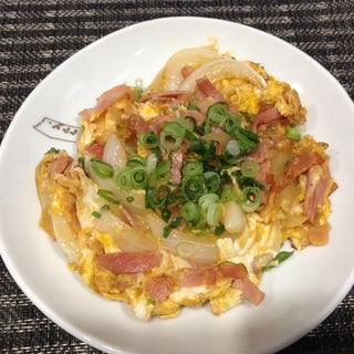 ベーコンと玉ねぎの卵とじ