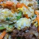 牛バラ肉と人参とたまごと小松菜のビビンバチャーハン