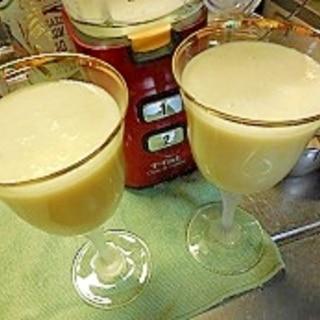 パイナップル&ココナツ缶簡単カクテルピニャコラーダ