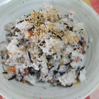 ひじき煮物リメイク☆ひじきと梅の混ぜごはん