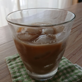 スキムミルク入りアイスコーヒー