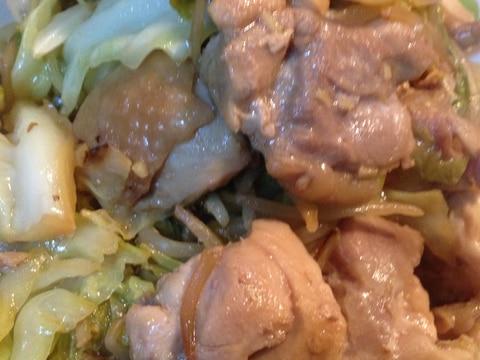 キャベツと鶏肉のガリバタ味噌マヨ炒め‼︎