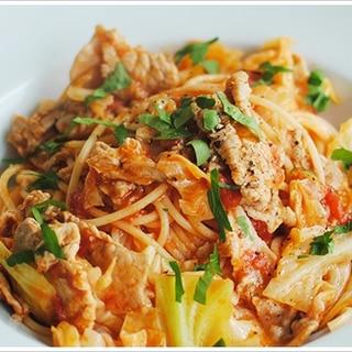 豚肉とキャベツのトマトソースのスパゲッティ