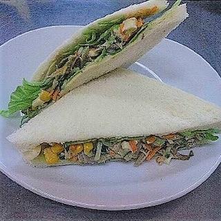 ごぼうとチーズのコーン入りサンドイッチ