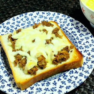 鯖フレークチーズトースト