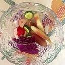 胡瓜、ラディッシュ、茗荷、紫キャベツの和え物