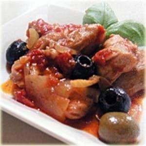 チキンとオリーブのハーブトマト煮